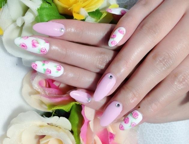 Очень красивые ногти с цветочным