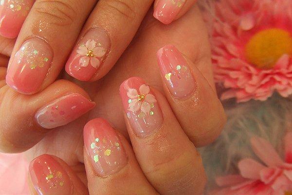 Дизайн ногтей для кораллового платья