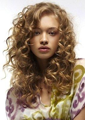 Вьющийся волос стрижки